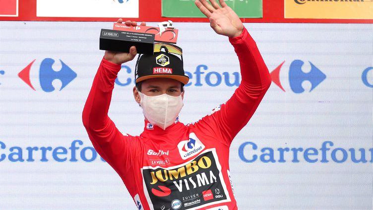Après l'avoir cédé à deux reprises, Primoz Roglic retrouve le maillot rouge. (KIKO HUESCA / EFE)