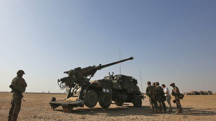 Des soldats français combattent le groupe Etat islamique près de Mossoul, en Irak, le 31 octobre 2016. (AHMAD AL-RUBAYE / AFP)