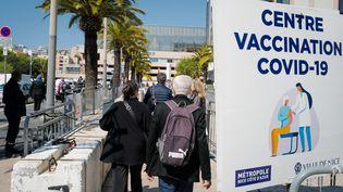 Un centre de vaccination contre le Covid-19 à Nice, le 23 avril 2021. (ARIE BOTBOL / HANS LUCAS / AFP)