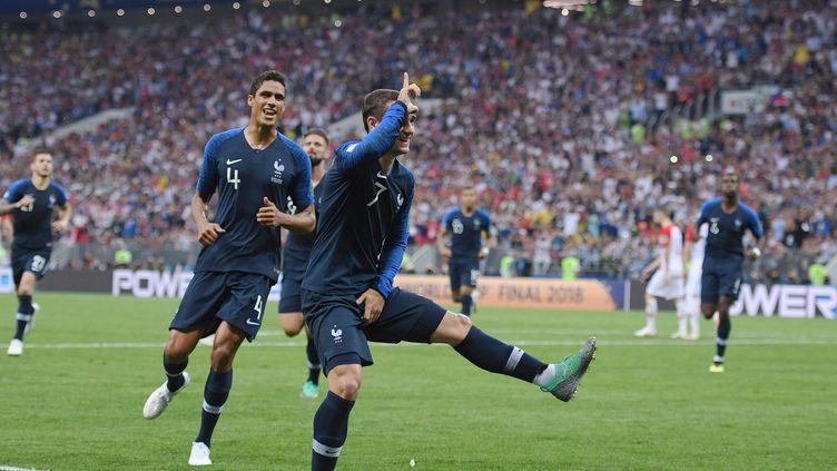 Antoine Griezmann célèbre son penalty inscrit contre la Croatie en finale de la Coupe du monde, dimanche 15 juillet à Moscou (Russie). (SPUTNIK / NOTIMEX / AFP)