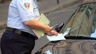 Les amendes pour non-paiement des parcmètres vont passer de 17 à 50 euros dans le centre de Paris, à partir de janvier 2018.  (MAXPPP)