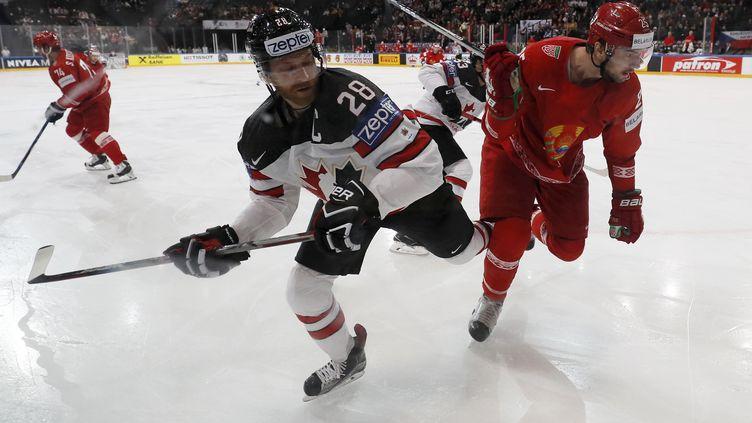 Claude Giroux, hockeyeur Canadien, face à la Biélorussie (THOMAS SAMSON / AFP)
