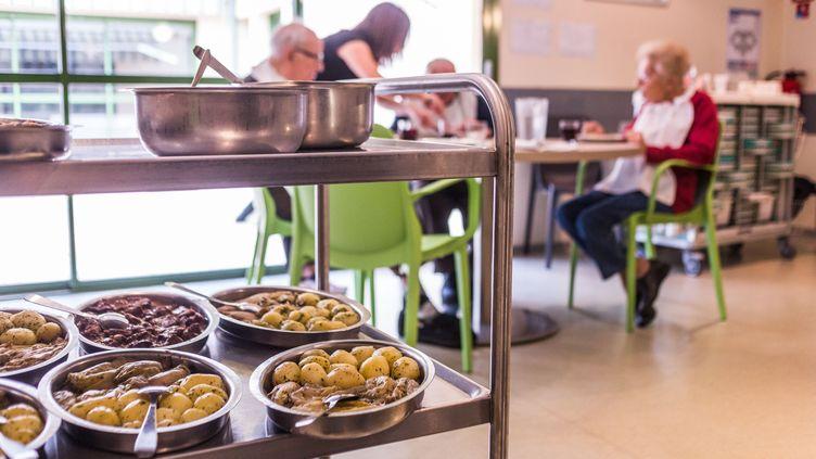 La salle à manger d'un Ehpad de Dordogne. Photo d'illustration. (BURGER / PHANIE / AFP)
