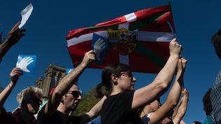 Lors d'un rassemblementpour saluer le désarmement de l'ETA, à Bayonne (Pyrénées-Atlantiques), le 8 avril 2017. (MAXPPP)