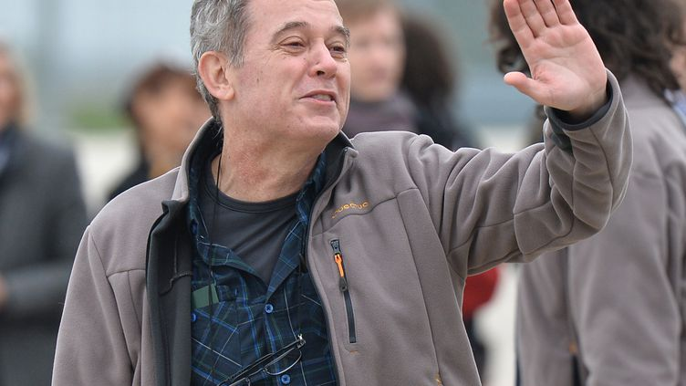 Didier François, ancien otage en Syrie, après son arrivée sur le sol Français en compagnie de trois autres anciens otages, le 20 avril 2014 à Villacoublay (Yvelines). (MUSTAFA YALCIN / ANADOLU AGENCY / AFP)