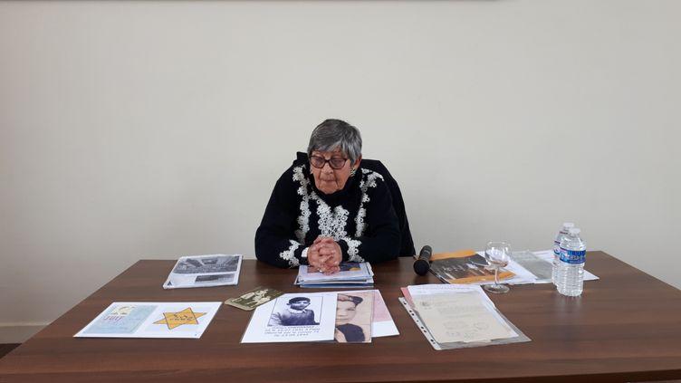 Ginette Kolinka,survivante de la Shoah, à larencontred'élèves de CM2, le 7 mai 2019 à Esbly (Seine-et-Marne). (BENJAMIN MATHIEU / RADIO FRANCE)