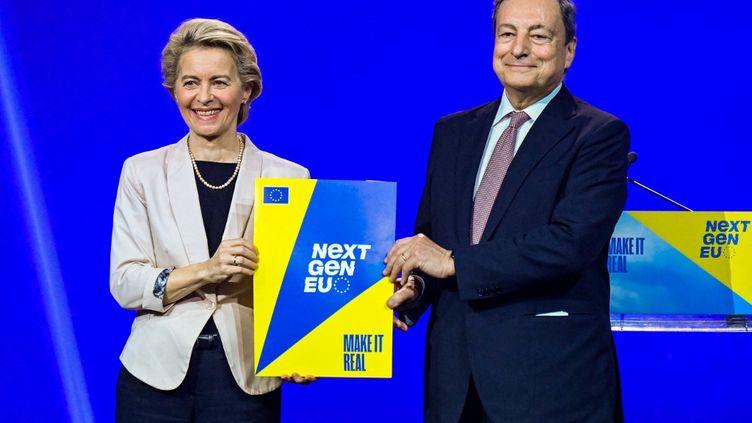 La présidente de la Commission européenne, Ursula von der Leyen, et le Premier ministre italien, Mario Draghi, lors d'une conférence de presse à Rome, le 22 juin 2021. (ALBERTO PIZZOLI / AFP)