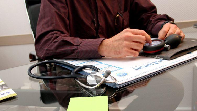 Dans le cabinet d'un médecin généraliste. (MAXPPP)