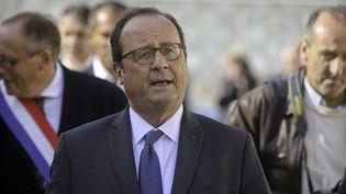 François Hollande lors de l'inauguration d'une épicerie sociale à Hirson, dans l'Aisne, le 3 octobre 2018. (MAXPPP)