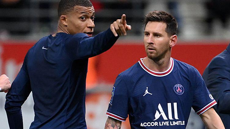 Kylian Mbappé et Lionel Messi contre Reims, le 29 août 2021. (FRANCK FIFE / AFP)
