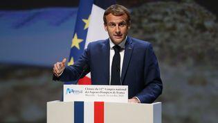 Le Président de la République, Emmanuel Macron, au Congrès national des sapeurs-pompiers de France, le 16 octobre 2021. (PASCAL POCHARD-CASABIANCA / AFP)