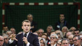 Emmanuel Macron à Grand Bourgtheroulde dans l'Eure pour sa première étape du grand débat national (LUDOVIC MARIN / POOL)