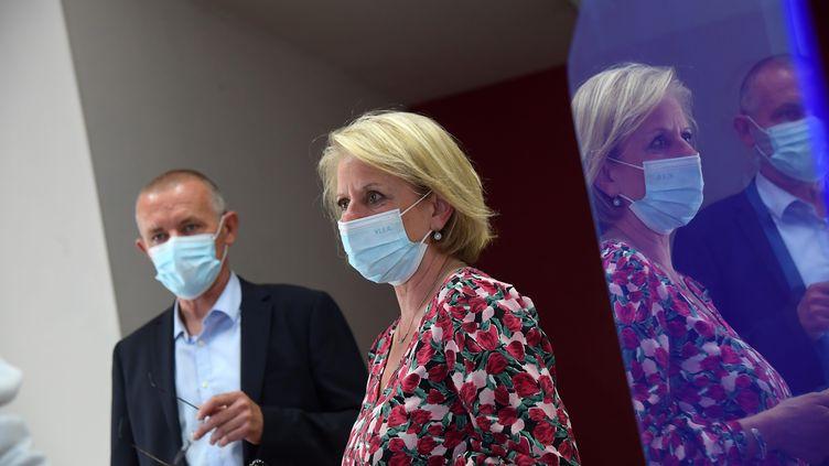 La ministre chargée de l'Autonomie, Brigitte Bourguignon (LREM), dans son local de campagne pour le premier tour des élections législatives partielles dans la 6e circonscription du Pas-de-Calais, le 30 mai 2021. (MAXPPP)
