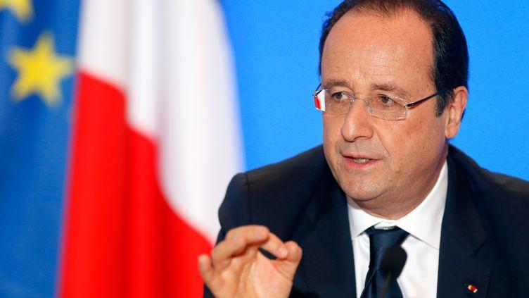 François Hollande à l'école nationale supérieure d'ingénieurs de constructions aéronautiques (ENSICA), le 9 janvier 2014 à Toulouse (Haute-Garonne). (GUILLAUME HORCAJUELO / AFP)
