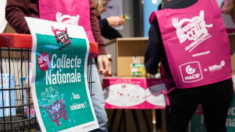 La collecte des Restos du cœur préparée dans un supermarché de Paris, le 7 mars 2019. (ALEXIS SCIARD  / MAXPPP)