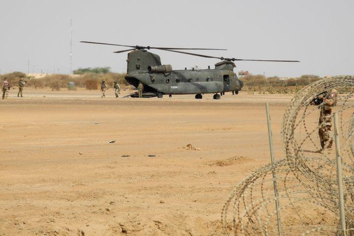 Faute d'hélicoptères lourds, la force arkhane compte sur les Chinook de l'Armée britannique. (DAPHNE BENOIT / AFP)