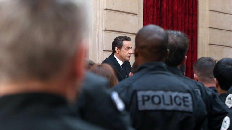Nicolas Sarkozy prononce un discours à l'Elysée le 27 mars 2012 devant les policiers qui ont participé à la traque de Mohamed Merah. (KENZO TRIBOUILLARD / AFP)