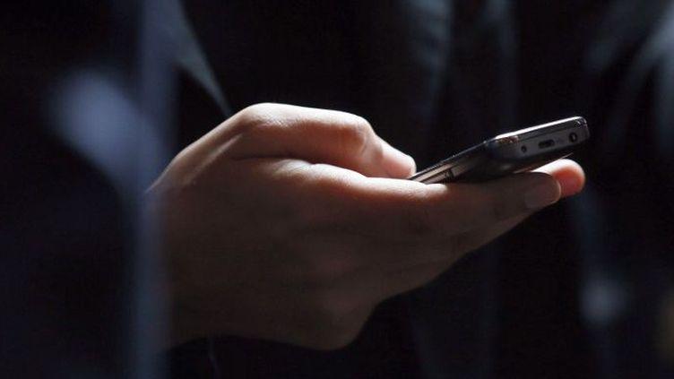 Les services du renseignement et de surveillance se heurtent au cryptage des communications de djihadistes. (KENZO TRIBOUILLARD / AFP)