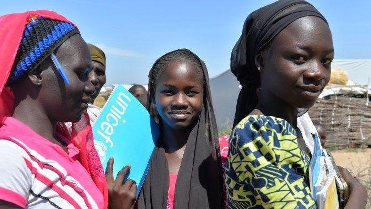 Des adolescentes nigérianes dans un camp de réfugiés à Minawao, à l'extrême nord-ouest du Cameroun. (Reinnier Kazé / AFP)
