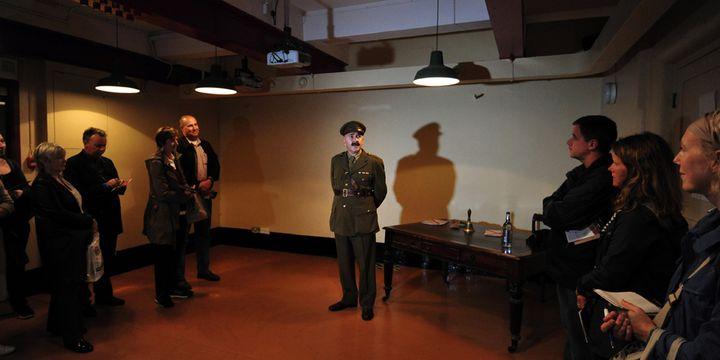 Le briefing des espions en herbe...  (Carl Court / AFP)