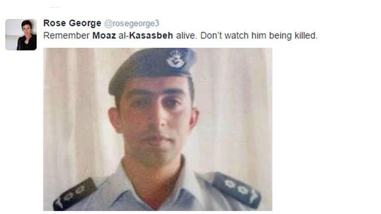 (De nombreux comptes incitent à partager des images de Mouath al Kassaesbeh de son vivant. © Capture d'écran Twitter)