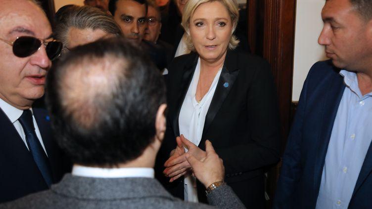 Marine Le Pen refuse de se voiler pour rencontrer le mufti duLiban, mardi 21 février 2017, à Beyrouth (Liban). (ANWAR AMRO / AFP)