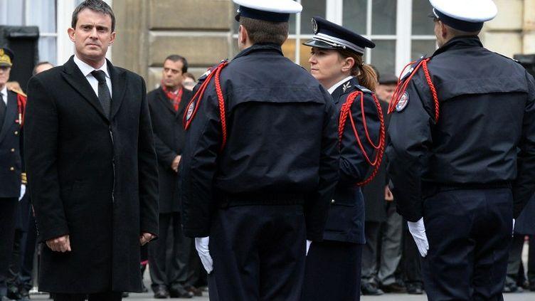 Le ministre de l'Intérieur, Manuel Valls, le 4 décembre 2013 à la préfecture de police de Paris. (PIERRE ANDRIEU / AFP)