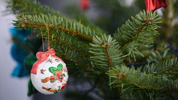L'arbre de noël, une tradition dans la plupart des entreprises (JEAN-LUC FLEMAL / MAXPPP)