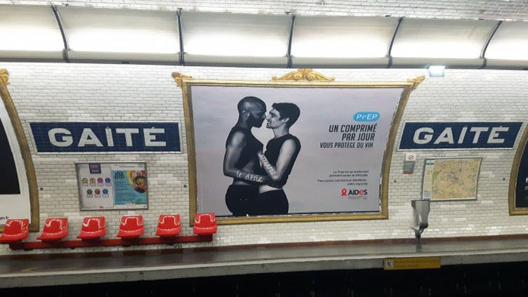 Une campagne d'information sur la PrEP dans le métro parisien en juillet 2018. (ERIC CHAVEROU / FRANCE-CULTURE)