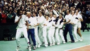 La danse des joueurs de tennis de l'équipe de France qui remporte la Coupe Davis au stade Gerland à Lyon (Rhône) le 1er décembre 1991 (MAXPPP )