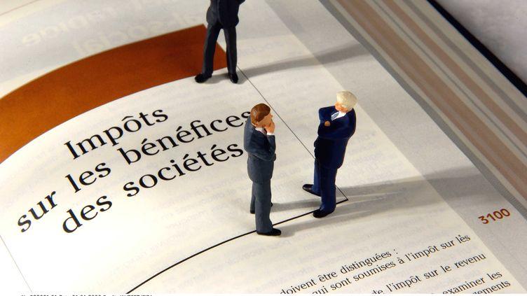 """Nicolas Sarkozy a annoncé la création d'un nouvel impôt pour les """"grands groupes"""", le 6 mars 2012 sur le plateau de France 2. (JAUBERT / SIPA)"""