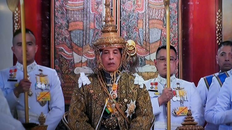 Maha Vajiralongkorn pendant sa cérémonie de couronnement à Bangkok en Thaïlande, le 4 mai 2019. (THAI TV POOL / AFP)
