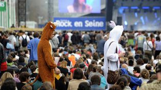 En 2012, seuls les ours en peluches et les costumes à poils seront autorisés au domaine de Saint-Cloud (Hauts-de-Seine), pour le festival Rock en Seine. (JOHANNA LEGUERRE / AFP)