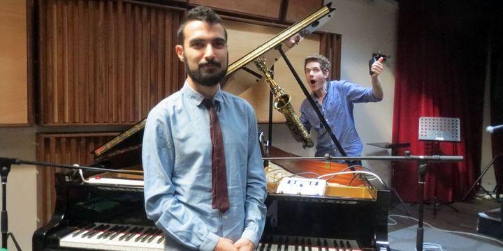 Tigran Hamasyan et le facétieux Ben Wendel, après l'interview et avant une répétition à Issy-les-Moulineaux (4 septembre 2013)  (Annie Yanbékian)