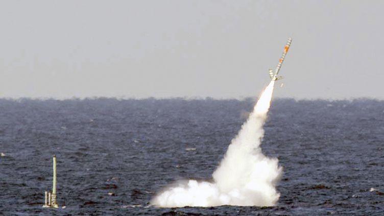 """Tir d'un missile Tomahawk depuis l'""""USS Floride"""", le 19 mars 2011 au large des Bahamas. (REUTERS)"""