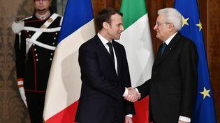 Le président de la République Emmanuel Macron et son homologue italien Sergio Mattarella en janvier 2018. (VINCENZO PINTO / AFP)