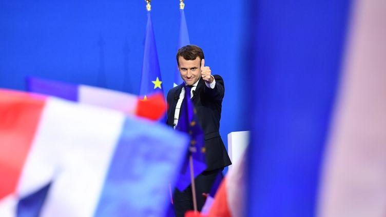 Emmanuel Macron s'exprime devant sesmilitants, le 23 avril 2017 à Paris, après sa victoire au premier tour de l'élection présidentielle. (MUSTAFA YALCIN / ANADOLU AGENCY / AFP)