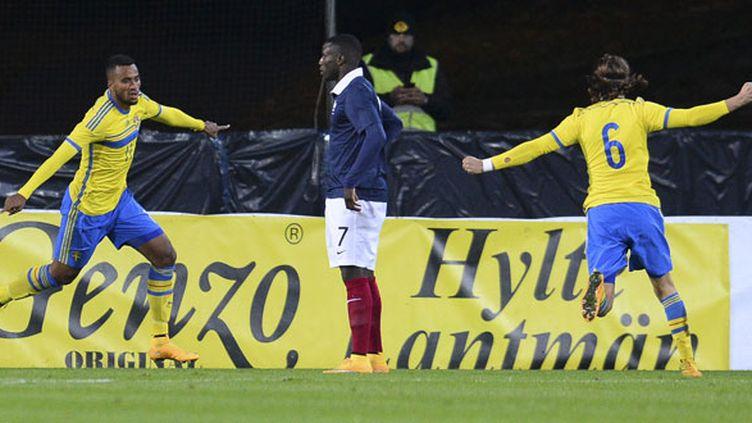 La joie des Suédois Isacc Kiese Thelin et Kristoffer Olsson face au désarroi de Paul-Georges Ntep