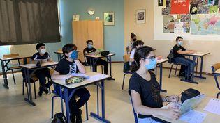 Le masque obligatoire au collège et au lycée à la rentrée (photo d'illustration). (BORIS COMPAIN / RADIOFRANCE)