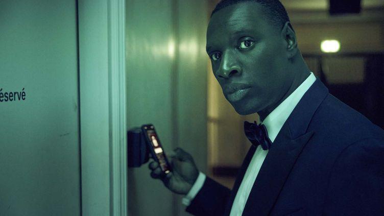 Assane Diop (Omar Sy) en pleine mission pour venger son père. (EMMANUEL GUIMIER - NETFLIX)