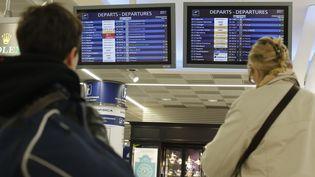 Des passagers à l'aéroport d'Orly (Val-de-Marne), le 8 avril 2015. (THOMAS SAMSON / AFP)