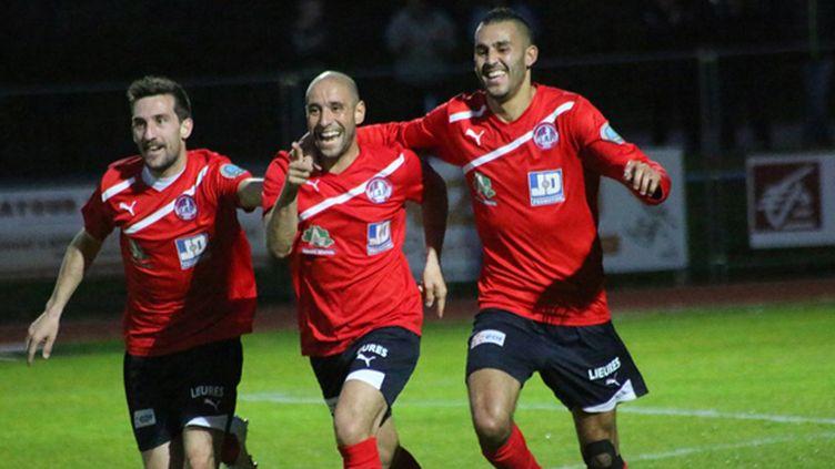 Des joueurs de Luzenac célèbraient la montée