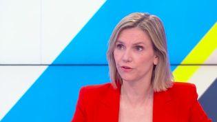 La ministre déléguée en charge de l'Industrie était l'invitée de Dimanche en politique, le 28 février. Agnès Pannier-Runacher a évoqué les prochaines étapes de livraison et de production des vaccins contre le coronavirus. (FRANCE 3)