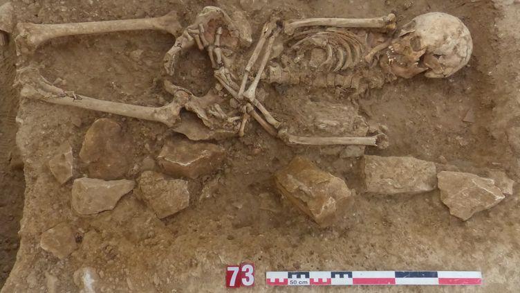 Des ossementssur le site archéologique de Nîmes. (INRAP)