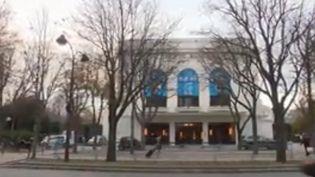 """Le théâtre Marigny à Paris entame une nouvelle vie après 5 ans de travaux avec à l'affiche """"Peau d'âne"""". (FRANCE 3)"""