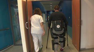 Anthony Estève, paraplégique, s'est lancé un défi fou : selon de parcourir les derniers mètres du prochain semi-marathon de Paris debout. (France 3)