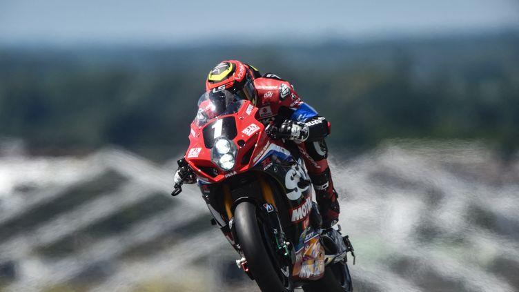 La Suzuki du team Yoshimura-SERT-Motul deregg Black, Xavier Siméon et Sylvain Guintoli aux 24h du Mans motos, le 12 juin 2021. (JEAN-FRANCOIS MONIER / AFP)