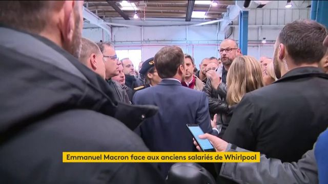 """""""J'ai dit que ça fermerait, je vous l'ai dit"""" : Emmanuel Macron pris à partie par des ex-salariés de Whirlpool"""