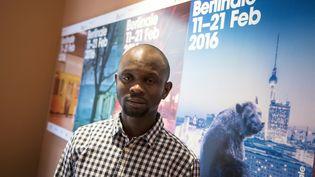 Aboubakar Sidibé, migrant malien, s'est vu confier une caméra par les réalisateurs Moritz Siebert et Estephan Wagner pour filmer les réfugiés à Melilla. Ici à Berlin, le 15 février 2016  (Tobias Schwarz / AFP)
