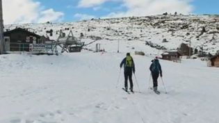 Grâce aux chutes de neige précoces, la station de ski attend près de 4 000 visiteurs dès le week-end prochain. (FRANCE 2)